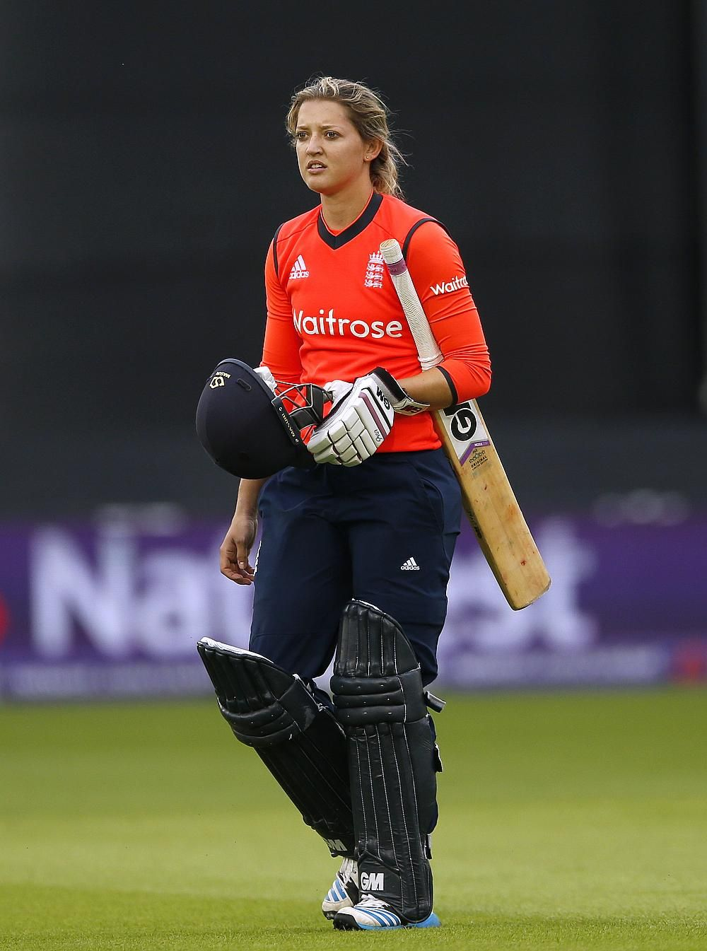 England Cricketer Sarah Taylor With Images Cricket Sport