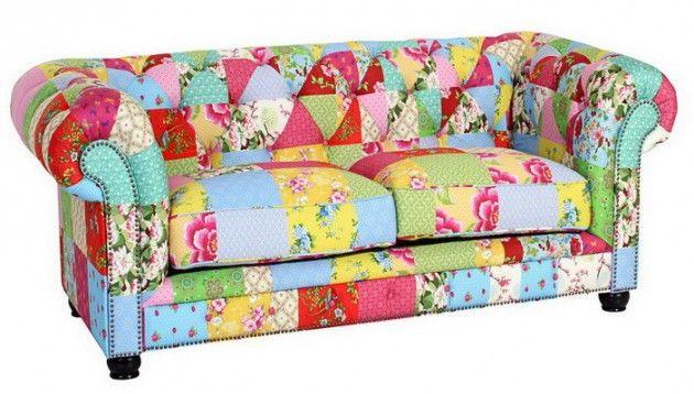 2-Sitz Sofa Couch mit peppigem Patchwork Bezug für Wohnzimmer sommer - interieur trends im sommer inspiration bilder