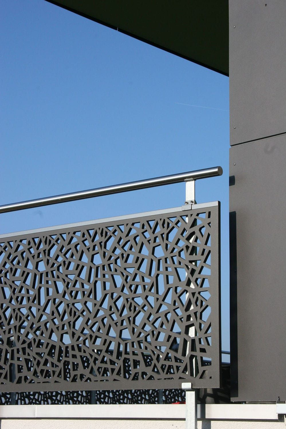 Outdoor railing in wood with panels for balcony single family house stettfurt bruag