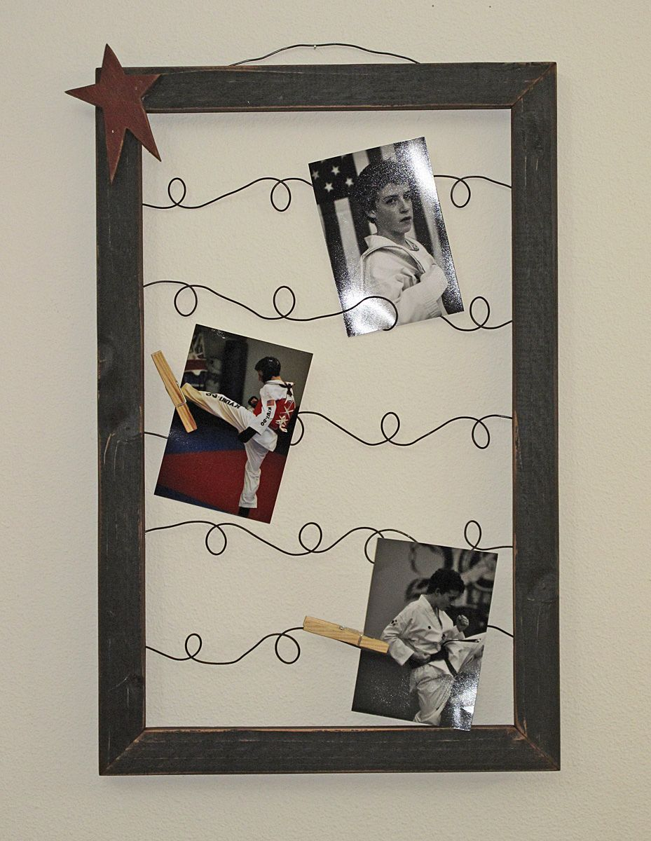 DIY  Wire Picture/Note Frames (would Be Really Cute To Add Some Old Timey  Christmas Light Bulbs For Christmas Card Holder)