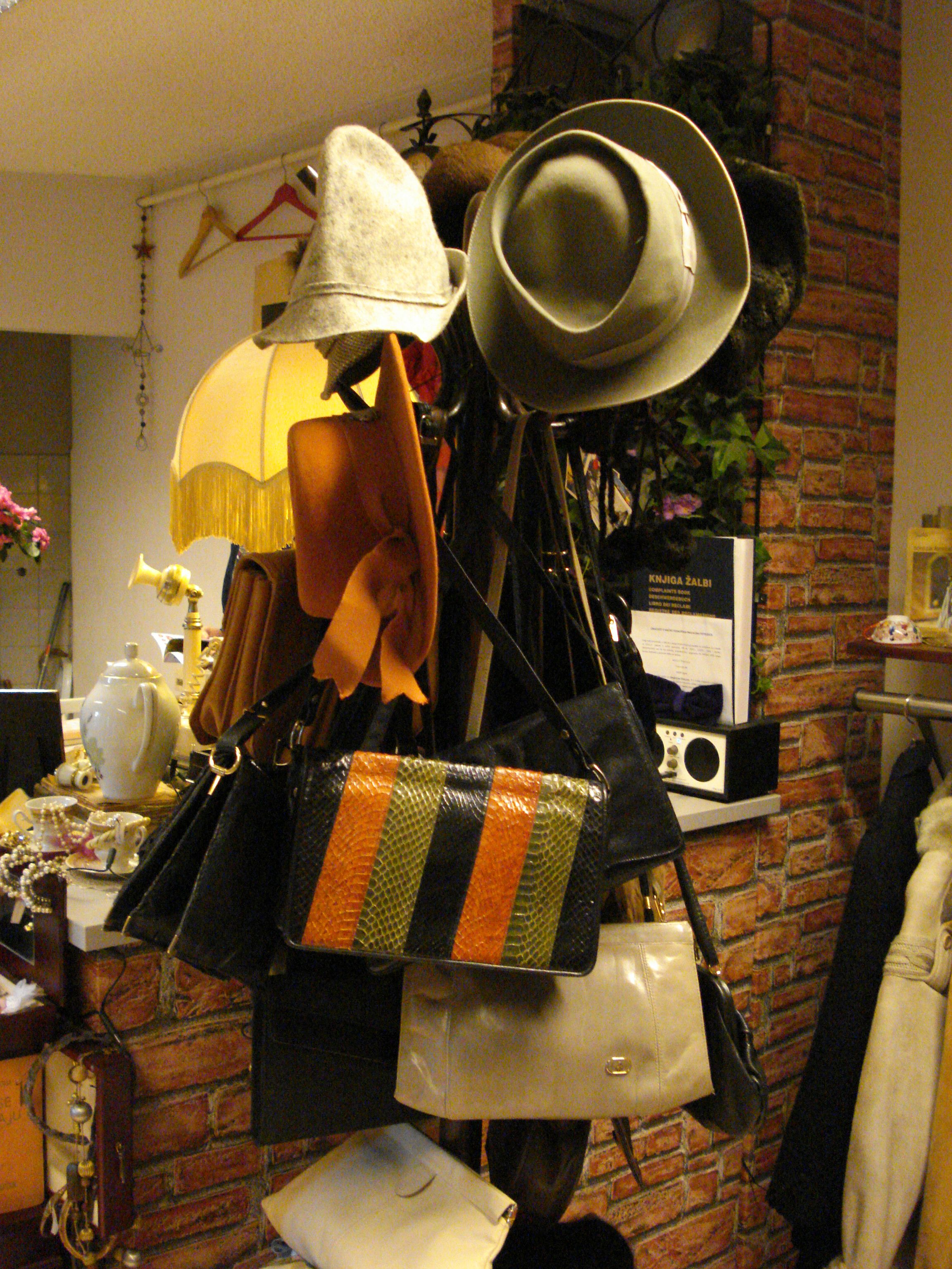 Bags Hats In Ulicni Ormar Shopping Croatia Vintage Vintage Vintage Shops Chemex
