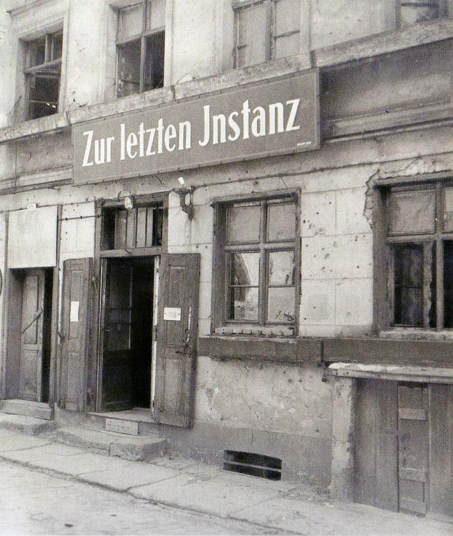 Friedrich Seidenstücker, Berlin, Waisenstraße, Zur letzten Instanz, 1931.