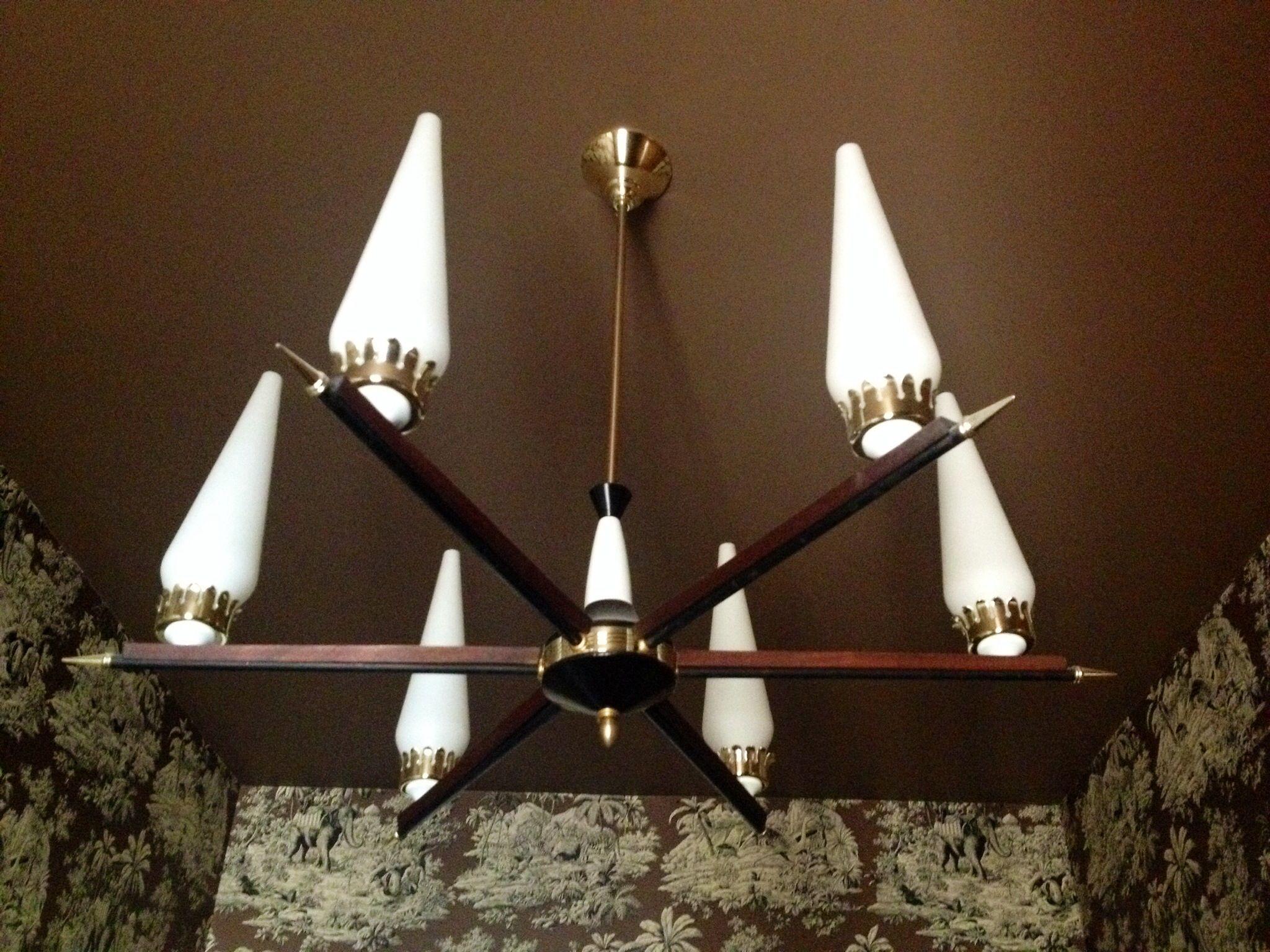 Lampadario Bianco Legno : Lampadario a sei braccia con struttura in metallo brunito e bianco