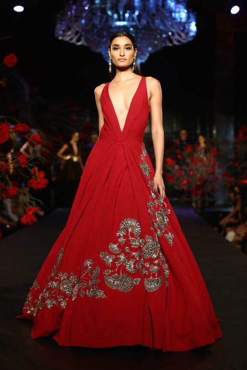 Stunning red gown!!! By Manish Malhotra on thedelhibride.com Outfit ...