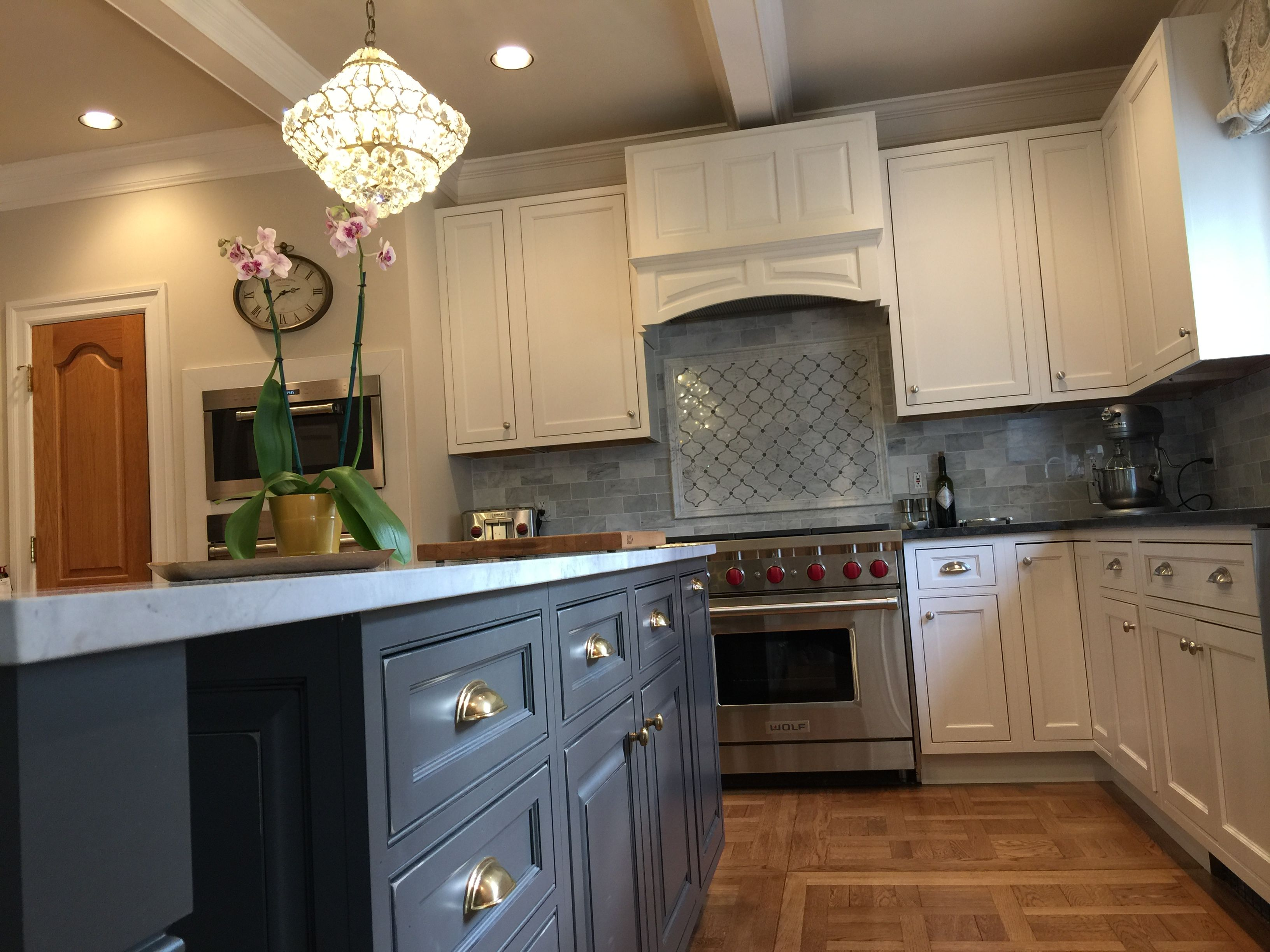 Starmark Cabinetry With A Painted Marshmallow Cream Tinted Varnish In The Kitchen Cabinet Interior Kitchen Cabinets Design Layout Kitchen Cabinet Door Styles