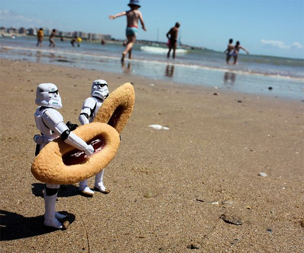 Interweb gems. 365 Stormtroomer Strange SituationsJune 7th, 2010by Range Artist Stefan Le Dû recently completed this series of photos about the everyday life for a pair of stormtroopers from Star Wars who find themselves in strange and comical situations. (via 365 Stormtroomer Strange Situations)