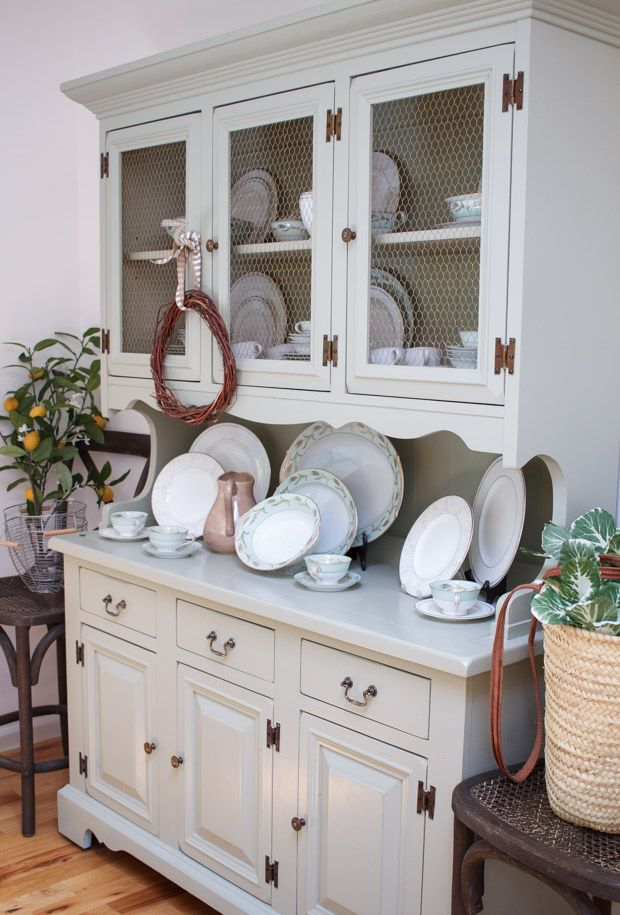 A Creative Tour Highlighting How To Incorporate Both Vintage And New Decor Throughout The Home