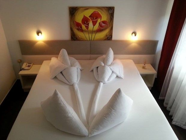 How To Make A Creative Origami Decoration On Your Bed Origami Decoration How To Fold Towels Creative Origami