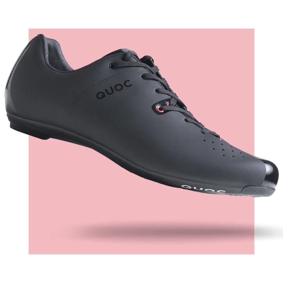 Es Matieres Nobles Et Une Fabrication Soignee Pour Un Confort Et Une Performance Absolus Actuellement En Soldes Chez Bo Dress Shoes Men Oxford Shoes Men Dress