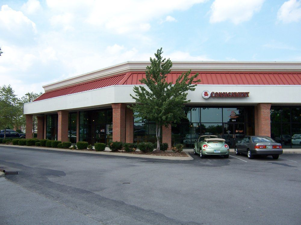CLASSY CAT CONSIGNMENT FURNITURE Is Located Across From Costco In Cool  Springs, Brentwood/Franklin.