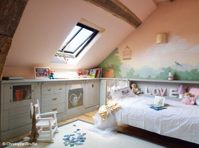 Combles chambre enfants combles pinterest combles for Amenagement chambre comble