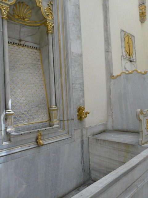 Gilded taps and large marble fountain on the south side of the Sultan's Bath