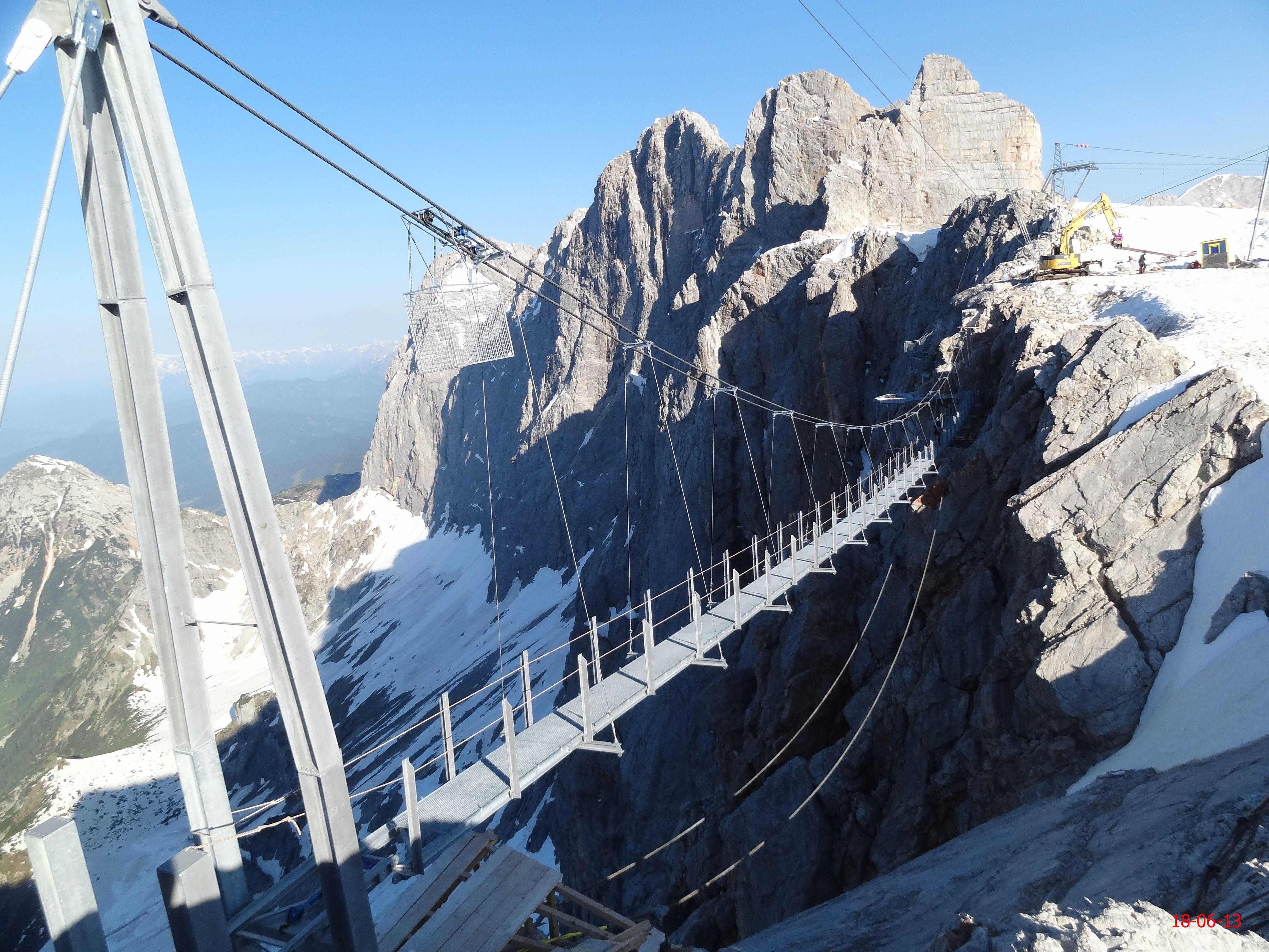 Mountain bridge, Dachstein, Austria. Dachstein Hängebrücke ...