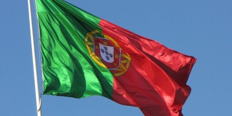 Se você é filho, neto ou bisneto de portugueses, é bem provável que você tenha direito a dupla cidadania portuguesa. Veja como solicitar a sua passo a passo