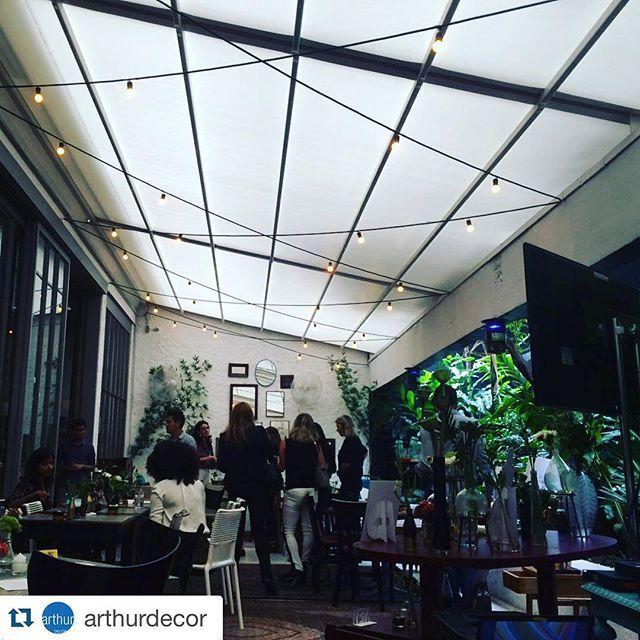 """#Repost @arthurdecor ・・・ Mais uma da série """"Nós que fizemos"""": cobertura retrátil restaurante Maracuthai  projeto: @triptyquearchitecture"""