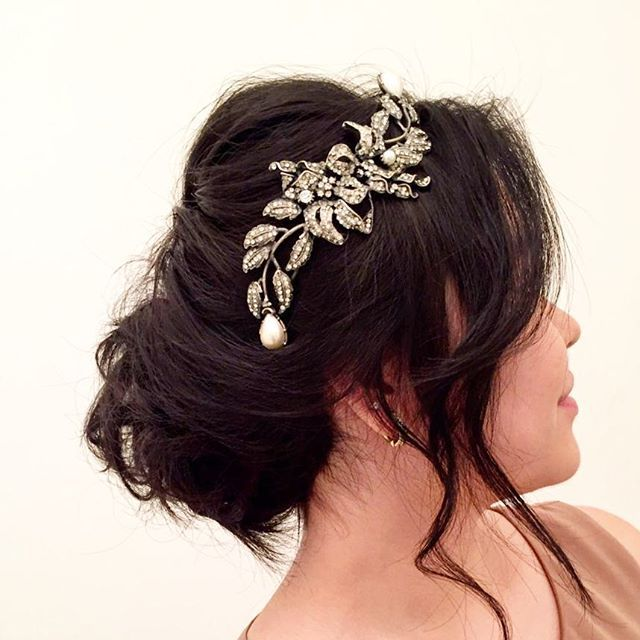 Spring #hairstyle by @laumazzeo #bride #tiara Marco Apollonio #bridestyle #weddinghair #noivas2016 ...