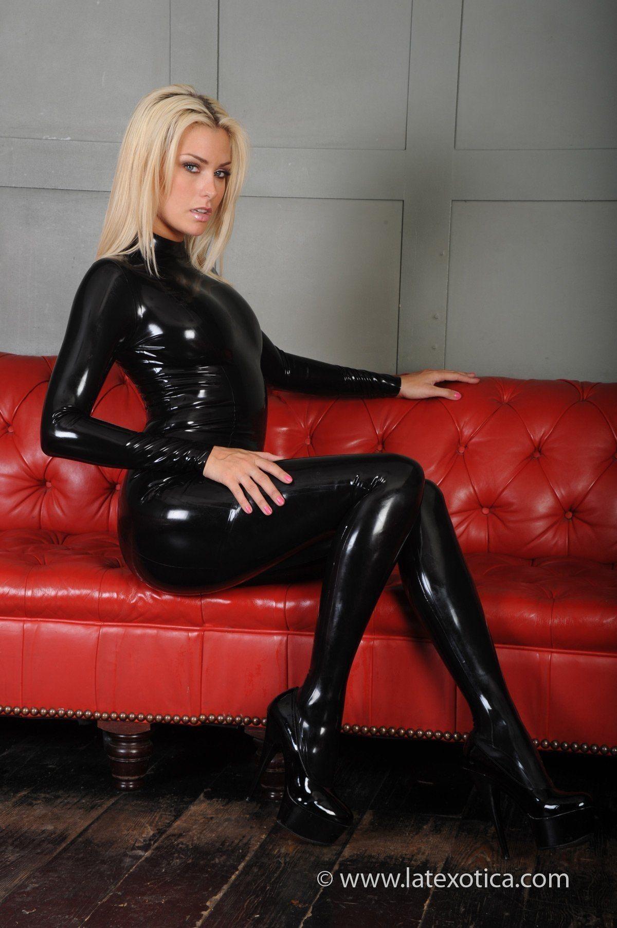 pingl par sonya m sur latex pinterest femme sexy tenue et sexy. Black Bedroom Furniture Sets. Home Design Ideas