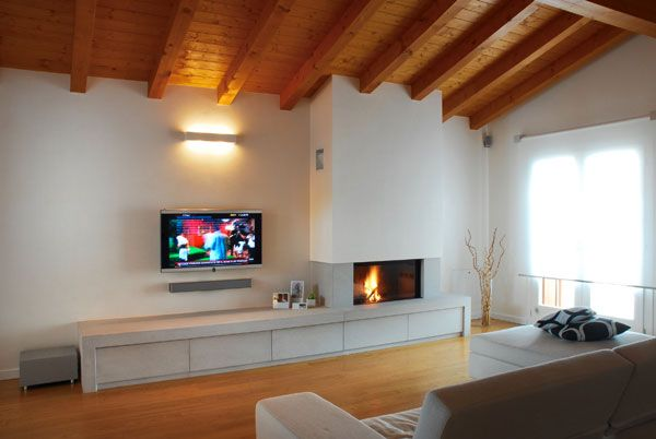 Camino e tv stessa parete cerca con google via for Parete camino e tv