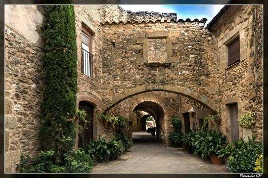 Monells Cruïlles Monells I Sant Sadurní De L Heura Lugares Preciosos Viajar Por España Rutas De Senderismo