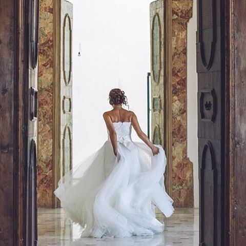 Hear comes the bride! Enchanting us in her @giuseppepapini gown! Photo: @fotograficamentelecce