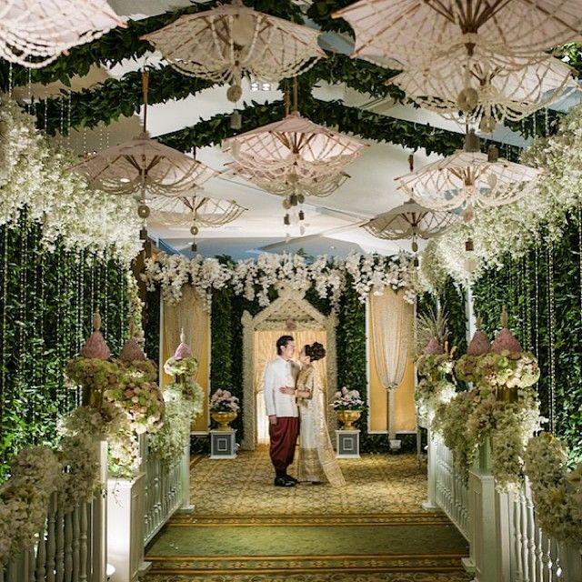 An elegant wedding at dusit thani bangkok photo by an elegant wedding at dusit thani bangkok photo by rainforestthewedding junglespirit Gallery