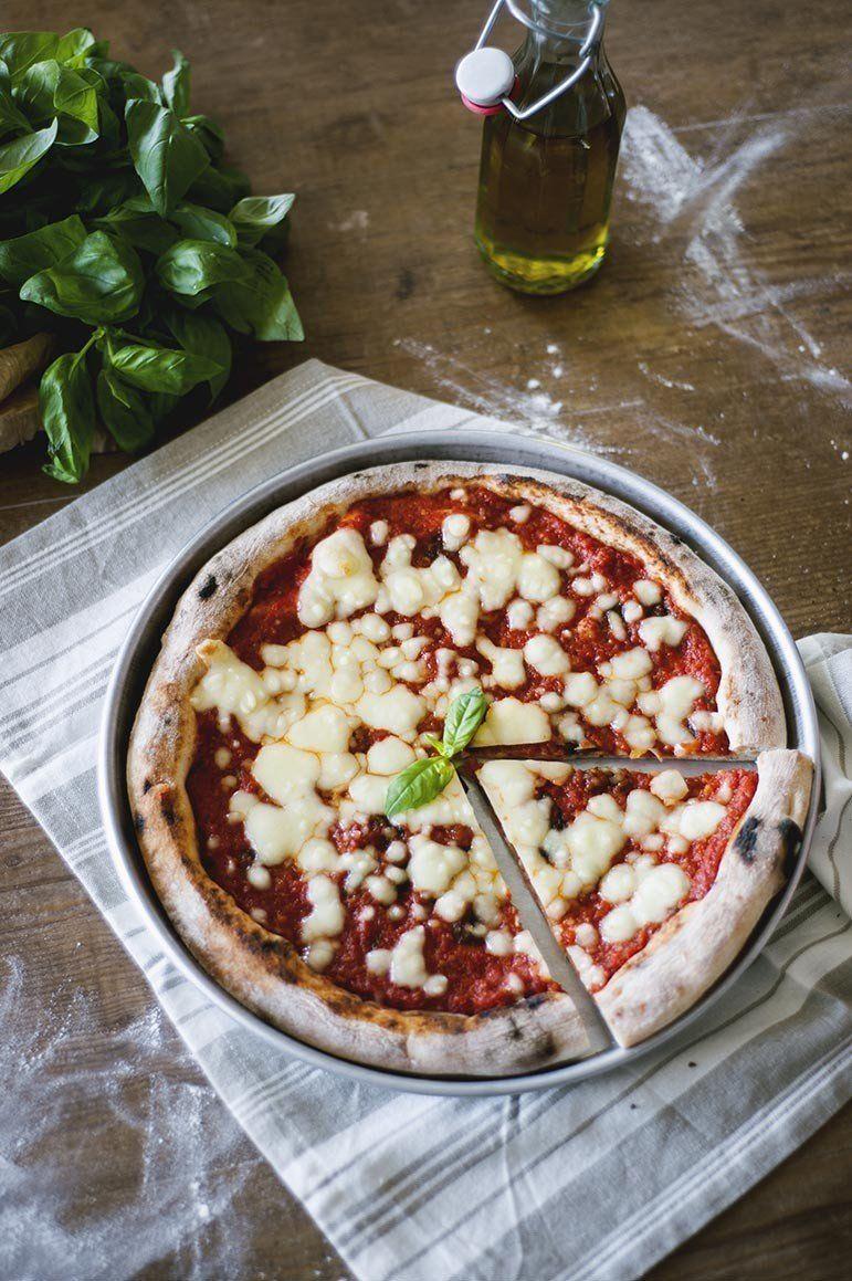 Non saprei dirti quale sia la mia preferita ma la pizza margherita è il classico dei classici! Italiana nel mondo, ecco come piace farla a me