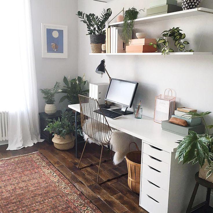 Arbeitsplatz im Boho Stil Arbeitszimmer mit vielen Pflanzen - pflanzen deko wohnzimmer