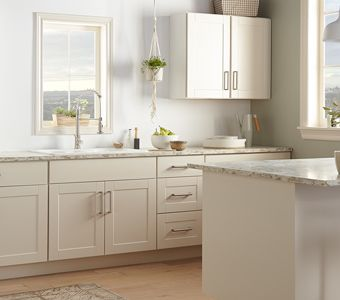 Inspiration Gallery in 2019 | Cream colored kitchens ...
