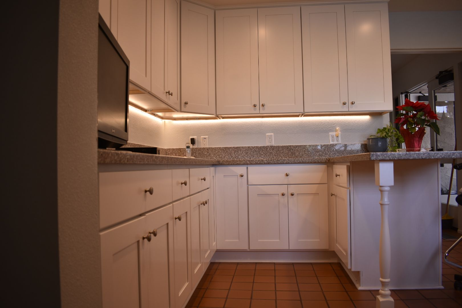 White Painted Shaker Cabinets In Rancho Mirage Shaker Style Cabinets Shaker Cabinets Cabinet Styles