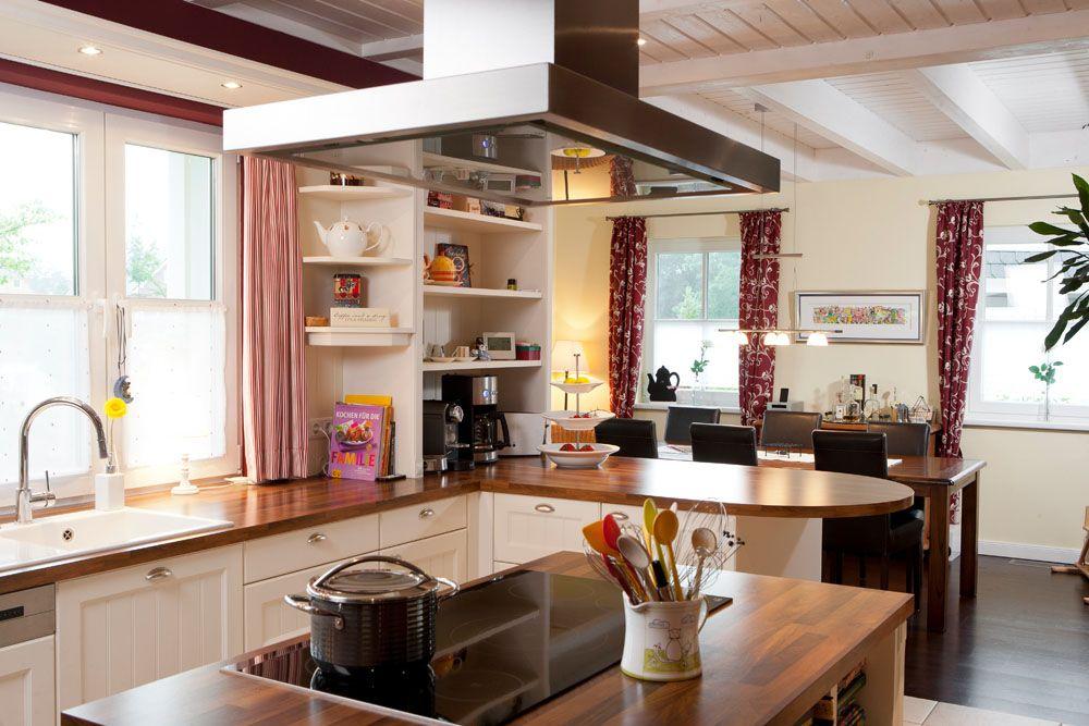 Küche Im Landhausstil Mit Kochinsel.. Finden Auch Sie Ihre Traumküche