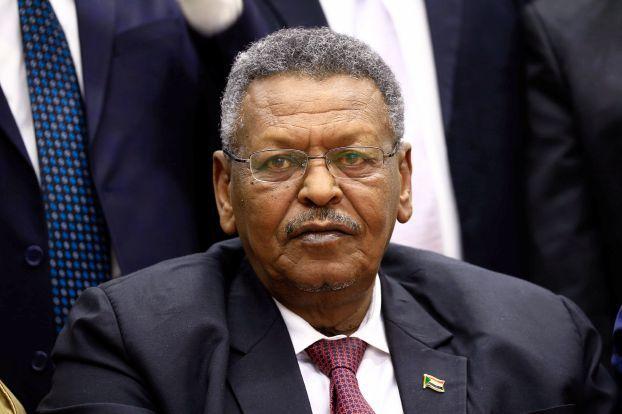 النائب الأول يصدر حزمةً من القرارات الوزارية خاصة بشؤون السودانيين بالخارج