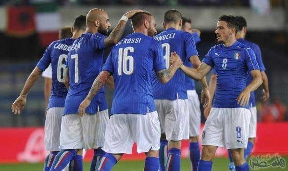 منتخب إيطاليا يؤكد على ارتدائه شارات سوداء أعلن الاتحاد الإيطالي لكرة القدم السبت أن لاعبي منتخب الآزوري سيضعون شارات سوداء حول With Images Sports Jersey Jersey Sports