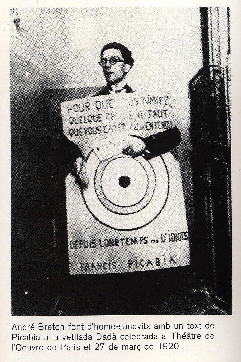 André Breton vetllada Dadà al Théâtre de l'Oeuvre París, 1920