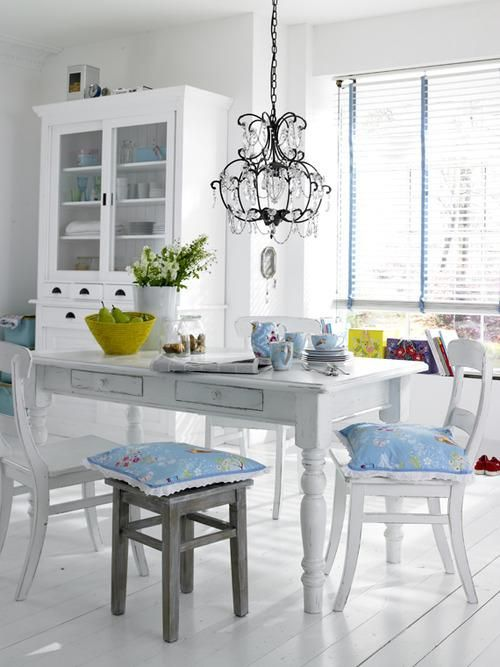 Decora comedores en blanco y toques de color #decoracion #comedor ...