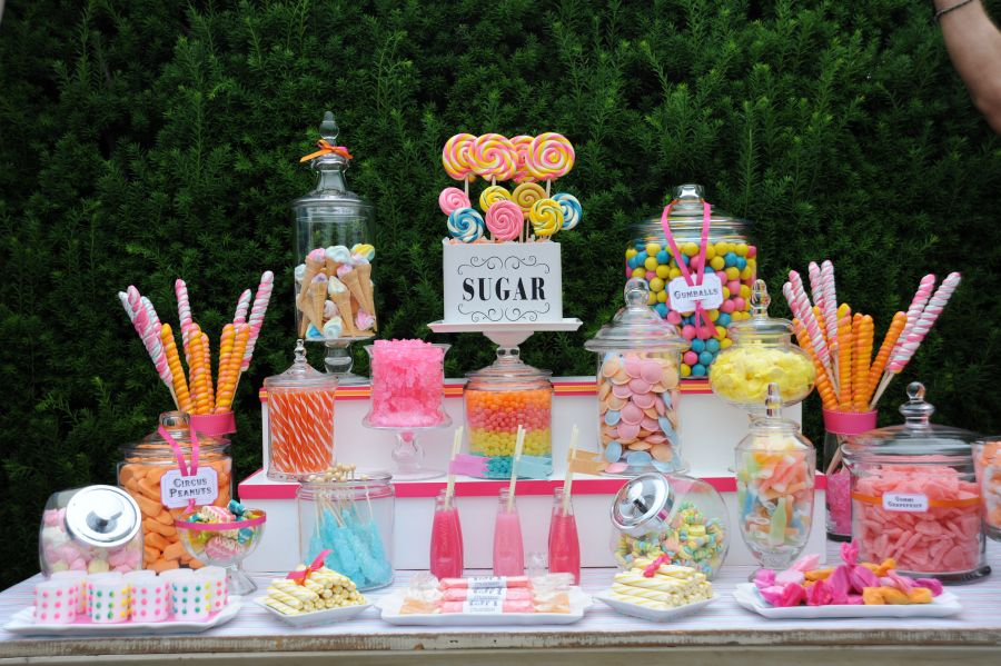 Classic Easy Eye Catching And Simple Candy Table Lovely Idea For A Girl S Bday Party Table De Bonbons De Mariage Table Des Enfants Mariage Bar A Bonbon