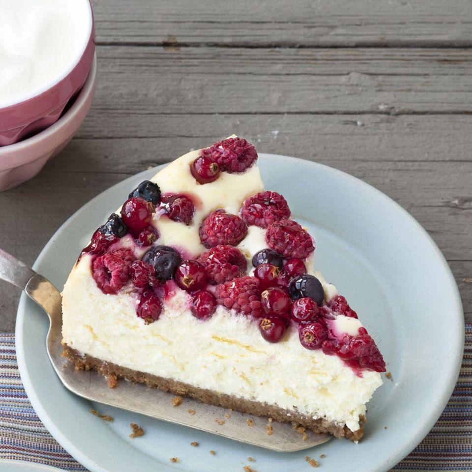 Beeren-Cheesecake mit Vollkorn-Boden | Rezept | Pinterest ...