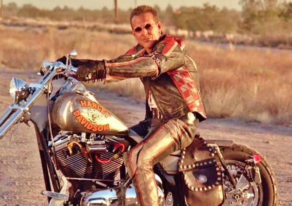 Mickey Rourke In Harley Davidson And The Marlboro Man Marlboro Man Man Bike Motor Harley Davidson Cycles