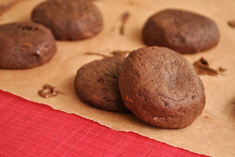 Chocolate Cookies Stuffed with Nutella