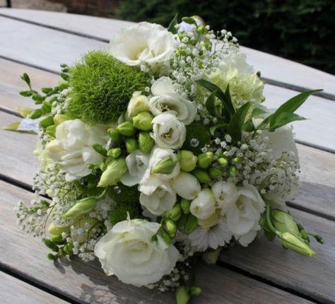 Bukiet Slubny Z Drobnych Kwiatkow Szukaj W Google March Wedding Bouquet Floral Wreath