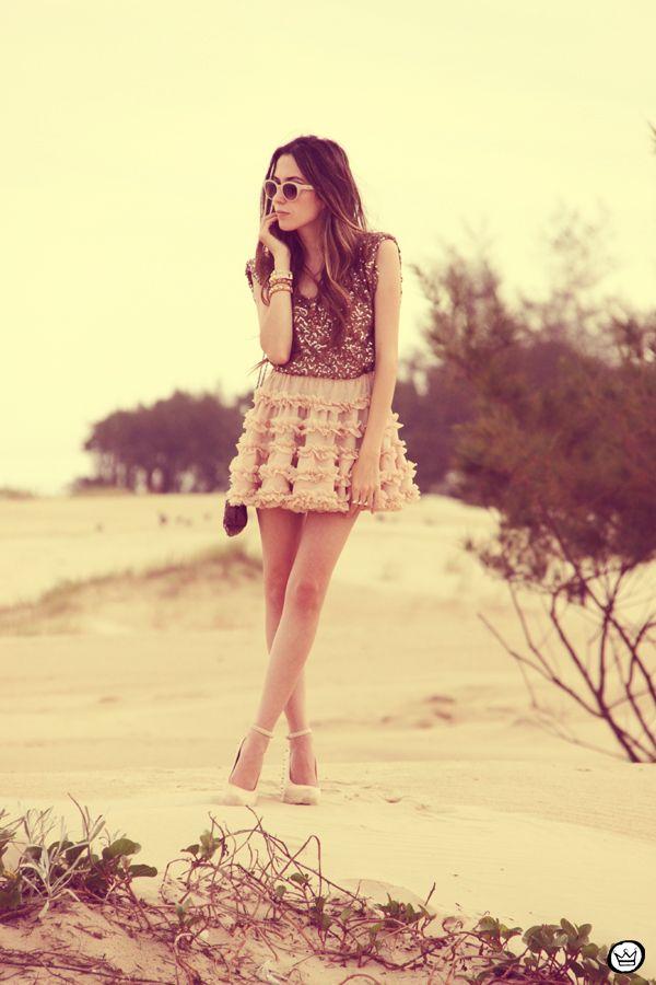 http://fashioncoolture.com.br/2012/11/21/look-du-jour-let-it-shine-2/