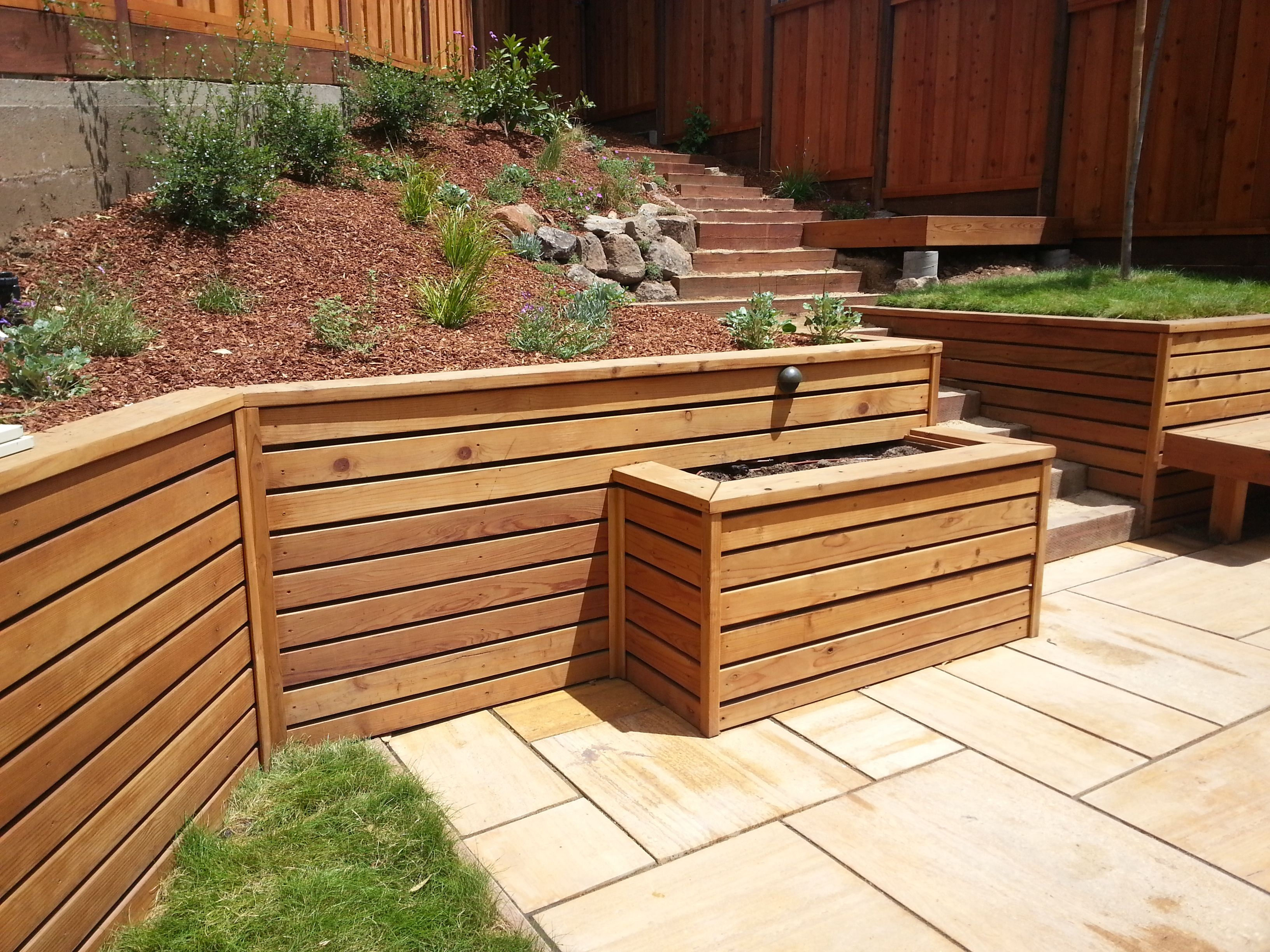 Pressure Treated Retaining Wall With Horizontal Redwood Facing Includes Planter Box And Sloped Backyard Landscaping Garden Retaining Wall Wood Retaining Wall