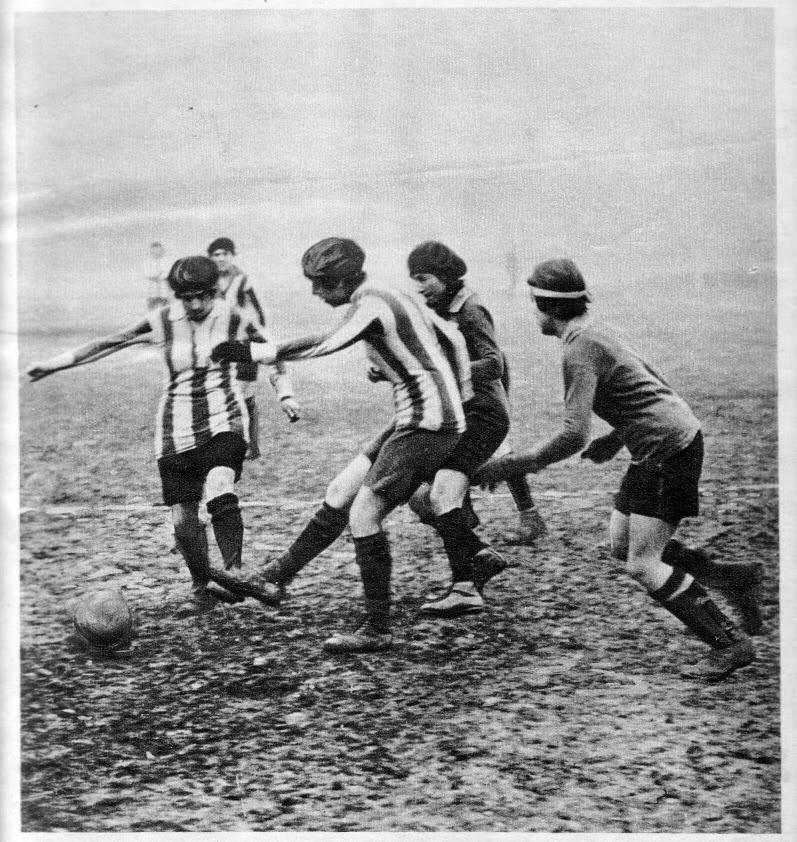 Women's football game, 1920