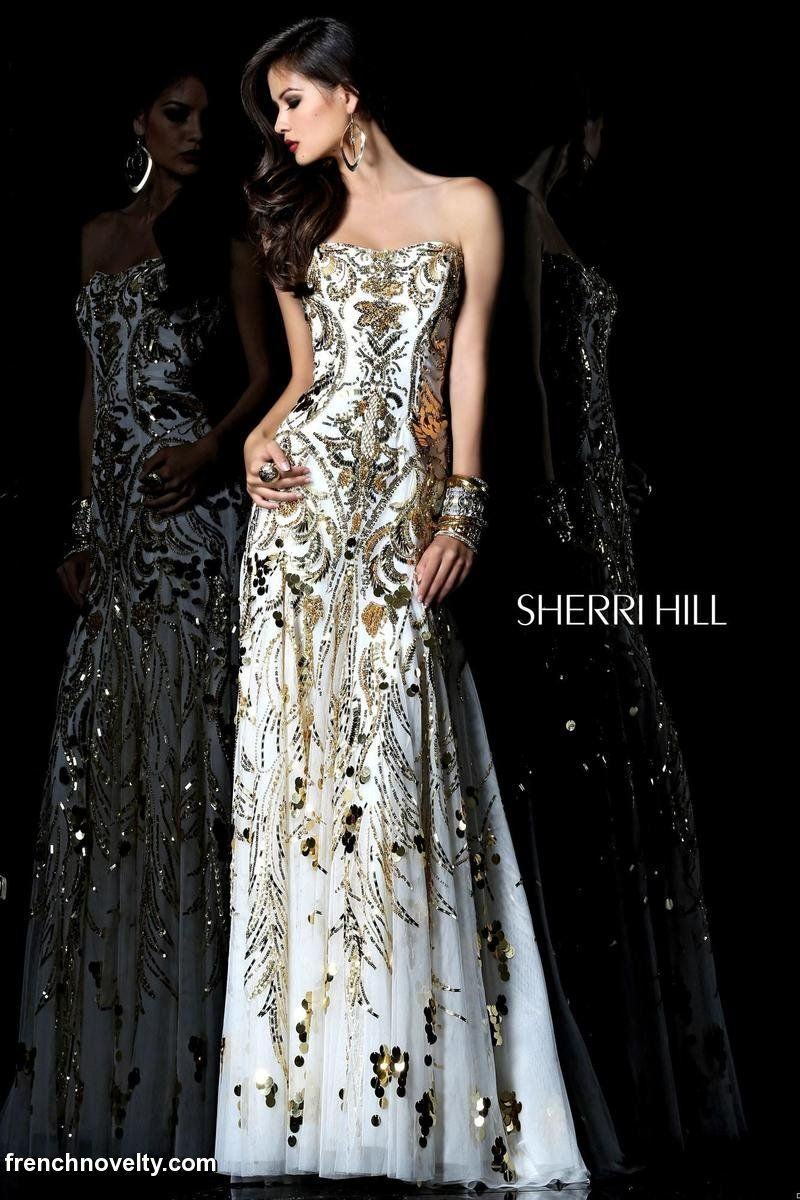 One of the most beautiful gowns I've ever seen...someone invite me to a black tie event please