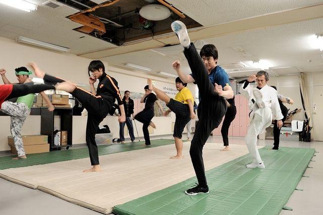 """唐沢さんが渾身で演じた""""真のヒーロー""""の背中を追いかけ、""""本気アクション""""に挑戦している福士さんの久々のヒーローぶりに注目だ。"""