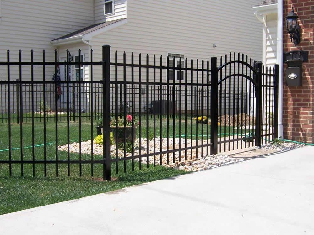 Metal Fence And Gate En 2020 Rejas Para Casas Verjas Para Casas Rejas Ventanas