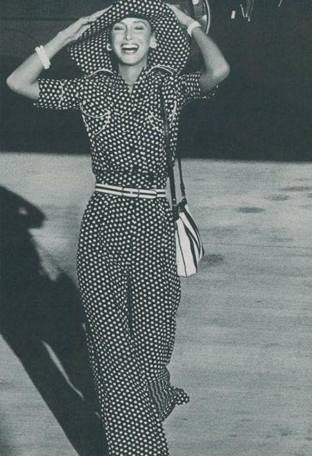 Vogue 1973. Mode Année 70RayuresSourireJe