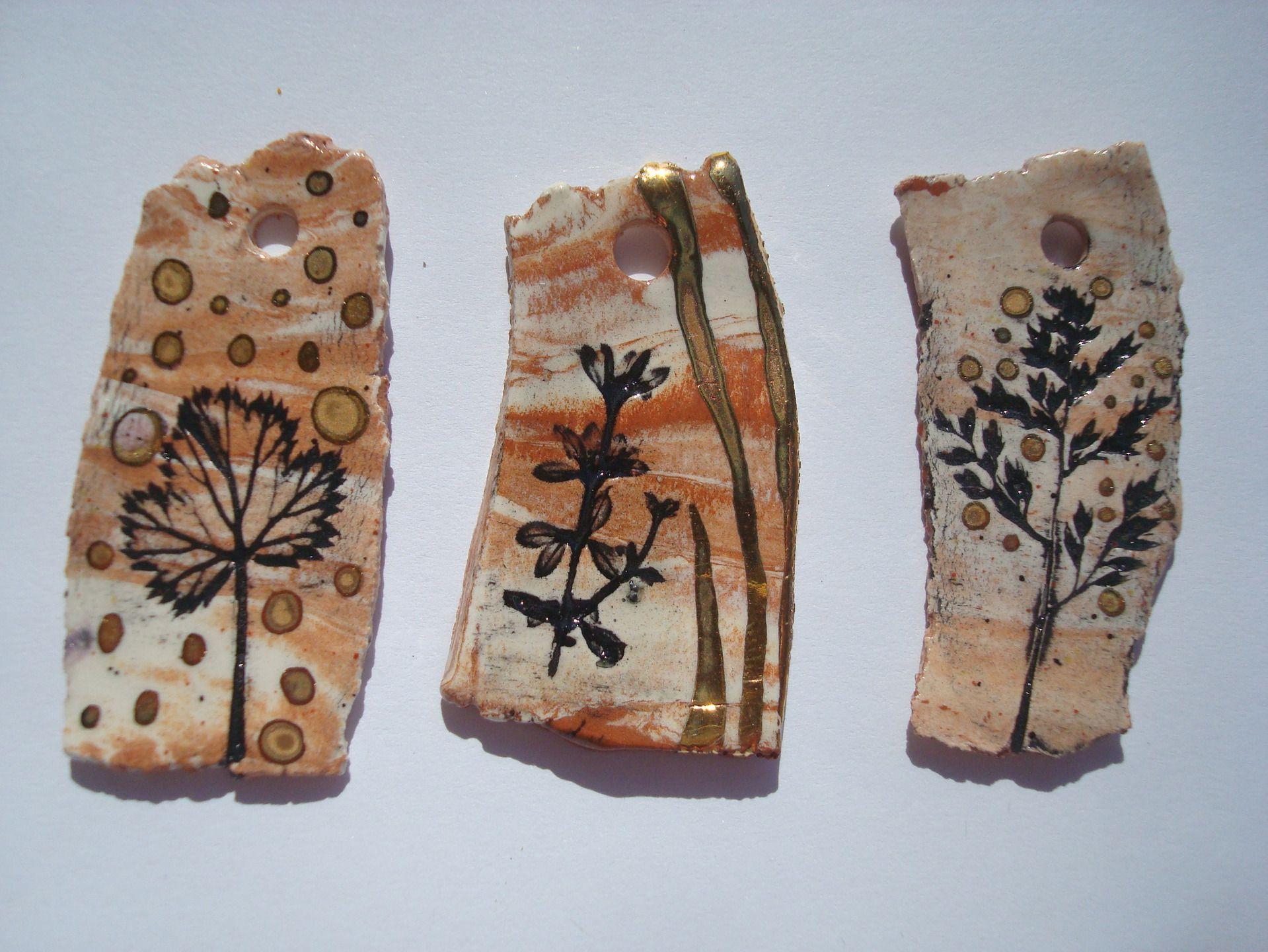 1 pendentif, breloque en céramique avec empreintes de feuilles et or, création artisanale : Céramique, Porcelaine par crisland