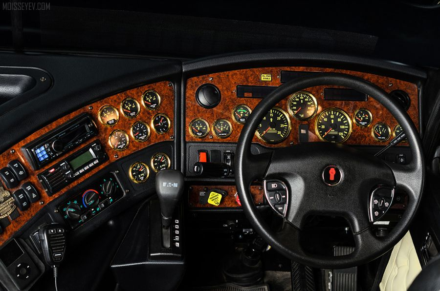 Kenworth K200 Big Cab. #dashboard #kenworth #k200 #truck #trucking #trucker #speedshopnorth #hauler #semi #big #rig