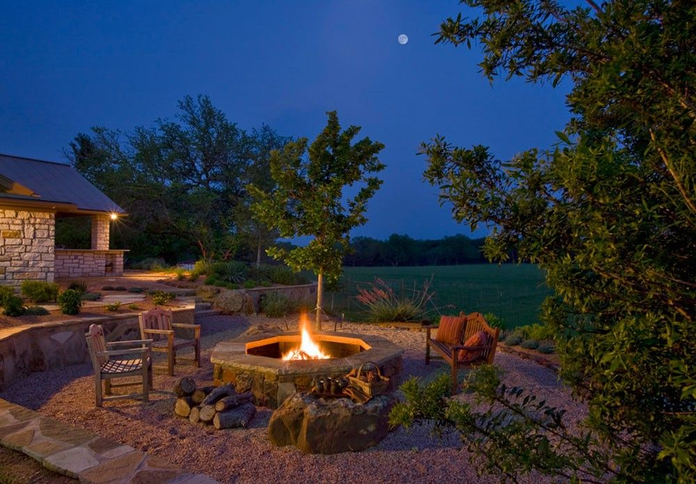 30 Awesome Rustic Fire Pit Seating Ideas Rustic Fire Pits Fire Pit Backyard Fire Pit Decor