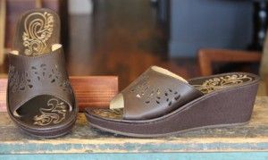 With its full-grain leather, the Noho Lio from #OluKai delivers both flexibility and stability while bringing new elevation to a classic, upcountry inspired design.  Available in Dark Java, $109.95.  elosshoes.com